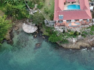 Oceanfront Villa, Pool, Sundeck, Sea Access, Discounted rates 2 - 4 persons!!