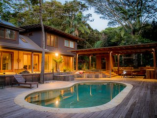 Apalie Retreat - Private resort with pool, spa and sauna