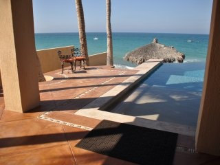 Casa Laura - Beachfront Home In Southern Baja