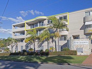 11 'Bayview Apartment' 42 Stockton Street - right in the CBD of Nelson Bay with