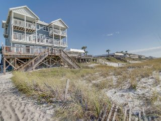 Huge, oceanfront home w/ gorgeous views - walk to shopping, dining, & state park