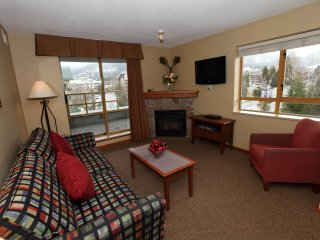 Suite for 6 with Fireplace | 2 Hot Tubs + Heated Outdoor Pool