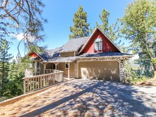 Spacious, ski-in/ski-out house w/ furnished deck offering lake & mountain views