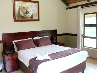 Enviro Guest House - Deluxe Queen Room with River View 2