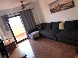 Lovely 2 bedroom apartment in Caleta town centre minutes from the beach