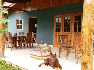 Casa Colibri, a su rededor solo paz y naturaleza, muy cerca Piscina y Playa