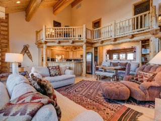 Ski-in ski-out townhome with lofted ceilings, steam shower - Narrowleaf Lookout