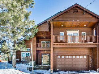 Luxury Donner Lake home w/ private hot tub & shared pool!