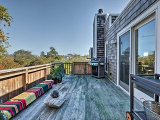 Upscale Montauk Villa w/Hot Tub-Near Beach & Parks