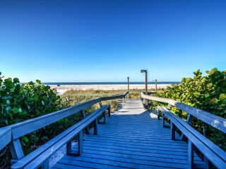 Gulf & Bay Paradise: Luxury Beach Condo; Pool, Tennis, Direct Beach Access