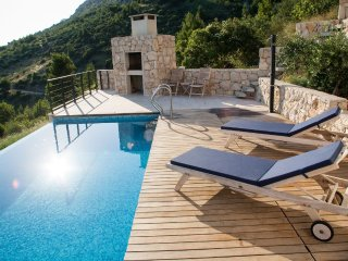 Luxury Villa Royal Residence Mimice with pool close to Omis
