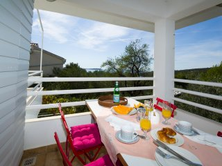 Elegant Villa with Walled Garden & Pool, Stunning Views, Just 150m from Beach