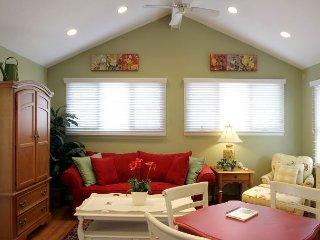 Luxury Living Savannah:Last minute Deals!!! Sunny Carriage House