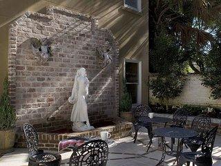 Luxury Living Savannah: Winter Bargains!! Wedding Cake Mansion's Garden