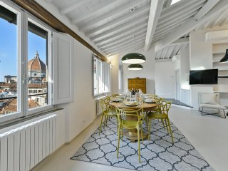 Beautiful Penthouse 7 floor w/stunning view of the Duomo Cupola Quiet w/LIFT