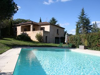 PIERREVE :  SPACIOUS HOUSE WITH LARGE GARDEN & HEATED PRIVATE POOL IN SARLAT