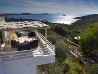 Elegant Villa with Walled Garden & Pool, Stunning Views, Just 150m from Beach