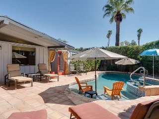 Walk to El Paseo, 2BR/2BA+1 Day Bed South Palm Desert with Pool, Sleeps 4