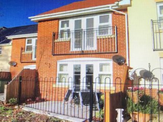 River fronted 2 bedroomed terraced house in Wimborne, Dorset