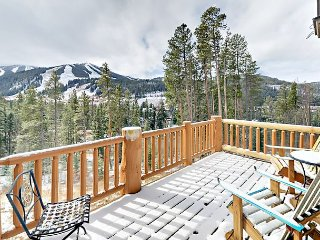 Spacious 3BR w/ Views of Slopes & Private Hot Tub—Near Lifts & Downtown