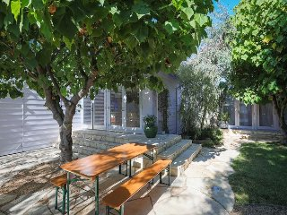 Modern 3BR w/ Private Guest Suite, Courtyard & Fire Pit - Minutes to Beach