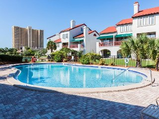 Studio on the Lagoon w/ Balcony - Pool & Tennis, Walk to Dining & Beach