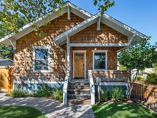 Charming 3BR Craftsman Cottage w/ Guest Suite - Walk to Downtown Petaluma