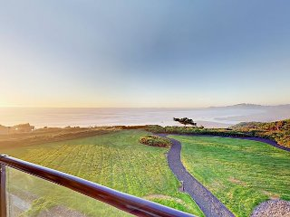 Beachfront 2BR Lighthouse Lookout w/ Pacific Ocean Views