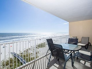 San Carlos Remodeled Beachfront 3BR Condo w/Zero-Entry Pool, Epic Gulf Views