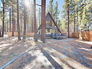 Remolded 3BR Cabin w/ Private Hot Tub – Near Heavenly, Walk to Ski Run Blvd