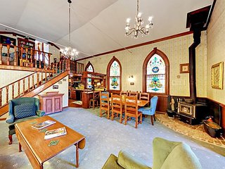 4BR Renovated Church w/ Stained-Glass & Hot Tub – Adjacent to Main Street