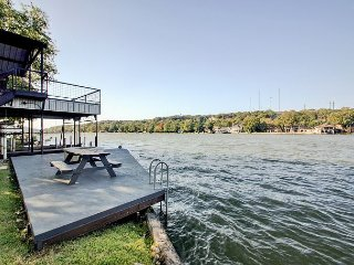 Lake Austin 3BR w/ Pool Table & Private Dock w/ Slip & Lift - Near Downtown