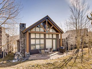 Luxe 4BR on Golf Course - Mountain Views, Private Hot Tub, Steps to Skiing