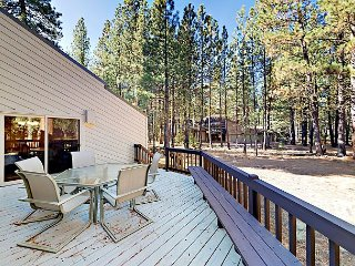 Spacious 3BR w/ Fireplace & Wraparound Deck – Near 2 Golf Courses