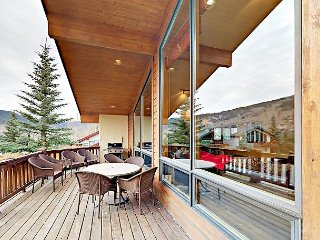 4BR/4.5BA Mountain-View Chalet w/ Hot Tub – Free Bus to Vail & Beaver