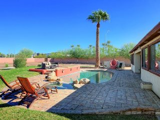 4BR w/ Pool, Hot Tub, Bocce & Putting Green – in the Heart of Scottsdale