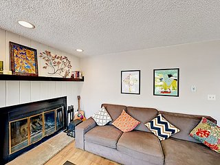 Updated 2BR Condo w/ Fireplace – Perfect For A Summer-Long Stay