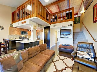 3BR Condo w/ Private Hot Tub & Shared Pool - 4 Minutes to Stagecoach Lift