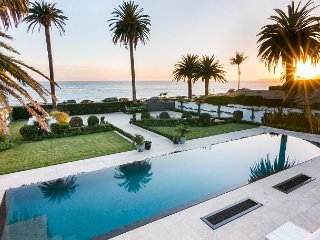 Gated 2BR Villa w/ Panoramic Views – On Butterfly Beach, Close to Dining