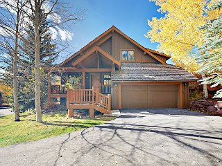 Luxury 4BR/5.5BA - Private Hot Tub, Deck & Grill, 4 Golf Courses, Near Skiing