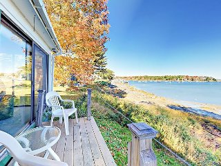 Ocean waterfront: 3 BR near Round Pond Harbor Village, Maine