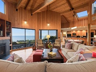 Serenity With Ocean View From Private Deck And Gourmet Kitchen