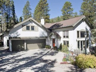 Luxury 3BR/4BA w/ Patio & Grill - 1 Mile to Donovan Park, 4 Miles to Skiing