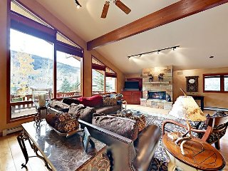4BR/4.5BA Mountain-View Chalet w/ Hot Tub – Free Bus to Vail & Beaver Creek