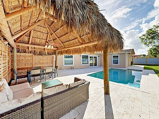 Newly Renovated 4BR w/ Private Pool & Outdoor Dining Area - 1 Block to Beach