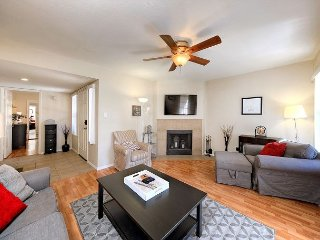 Stylish 2BR Condo w/ Pool & Hot Tub - Near Old Town, Gainey Village & Hiking