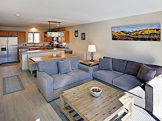 Upgraded 2BR w/ Mountain-View Balcony, Fireplace & En-Suite Baths