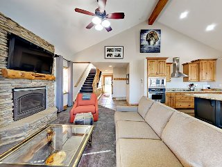 3BR House w/ Private Hot Tub - Centrally Located in Bear Hollow Village