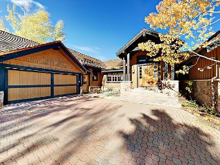 Luxury 3BR w/ Chef's Kitchen – Close to Golf, Skiing & Dining