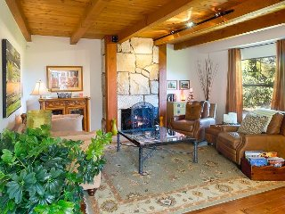 Charming 2BR w/ Sunroom, Private Patio & Hot Tub - 10 Mins to Sonoma  Plaza
